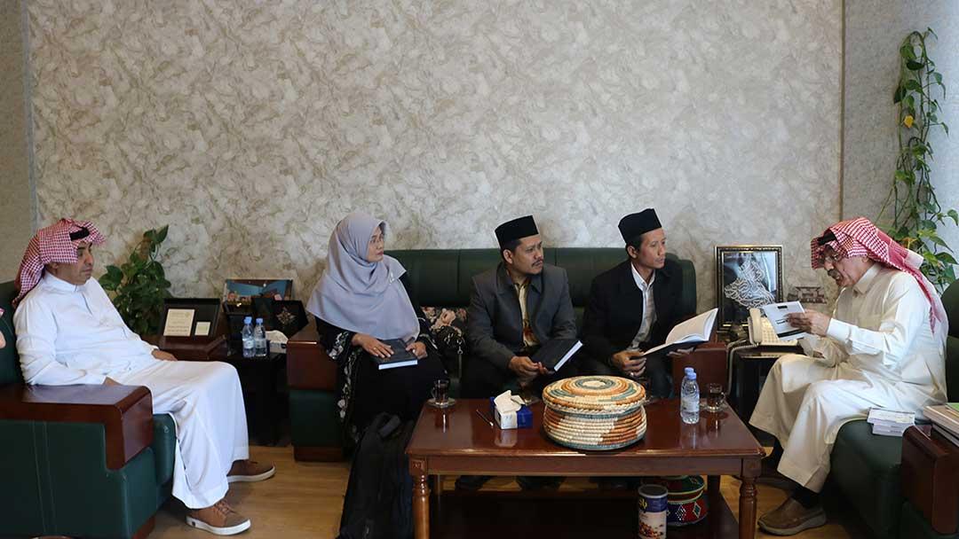 وفد أكاديمي إندونيسي يزور المركز