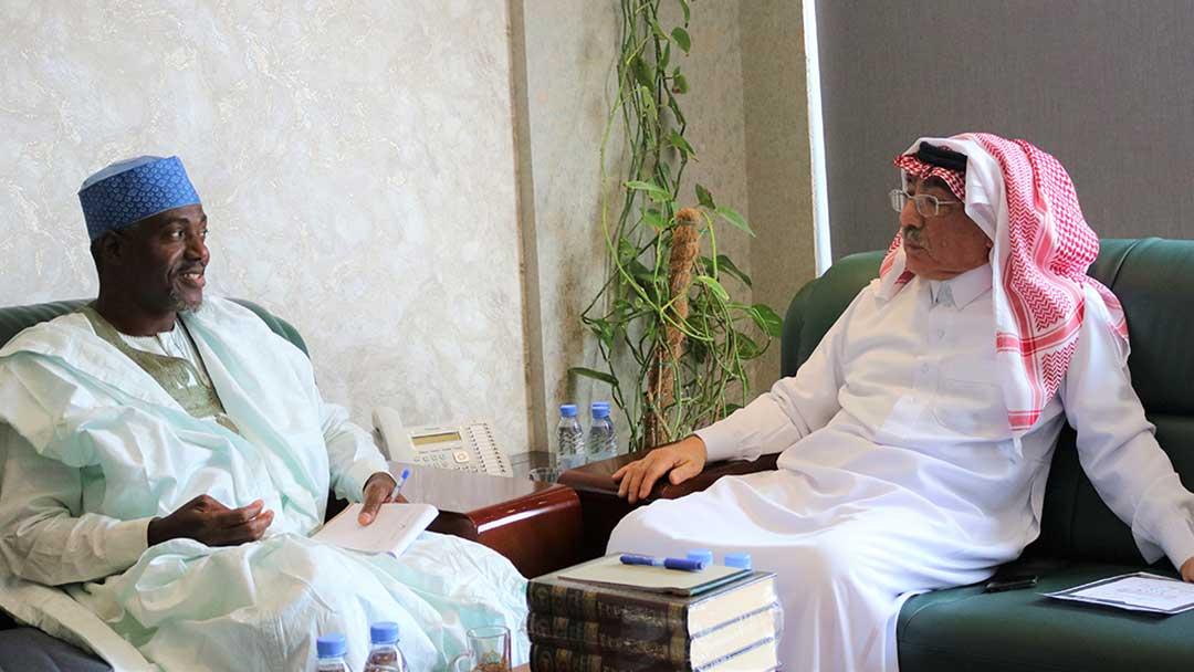 رئيس المركز يستقبل مدير المركز النيجيري للبحوث العربية